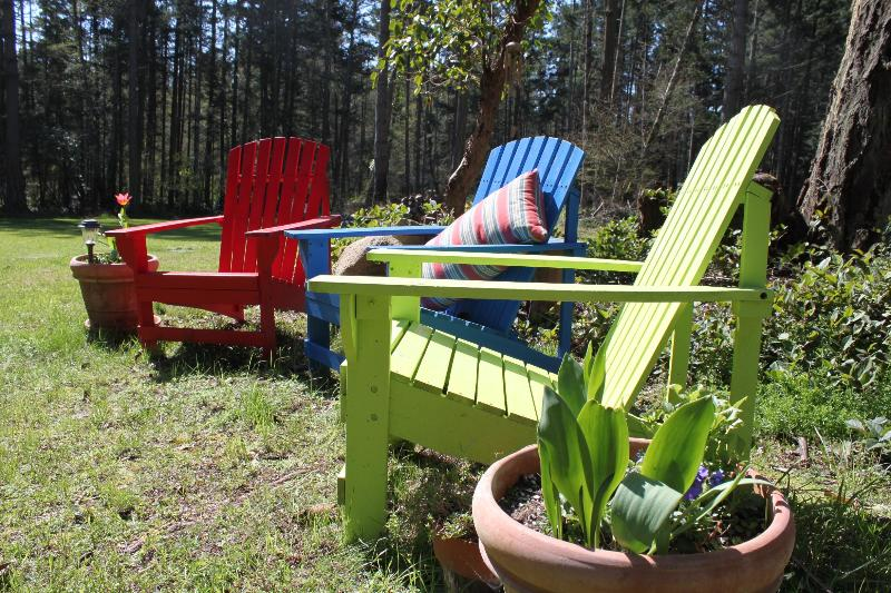 Warm place to sit and bask in the sun and quiet. - SeaGlass Cottage, Dog friendly, Sailing offered. - Friday Harbor - rentals