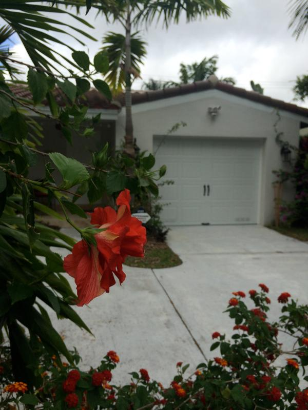 Garden Oasis with Pool and Florida room - Image 1 - Fort Lauderdale - rentals