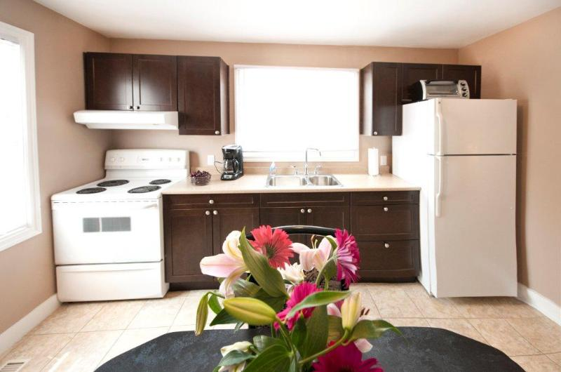 kitchen - Fallsview Home - Walk to the Falls and Attractions! - Niagara Falls - rentals