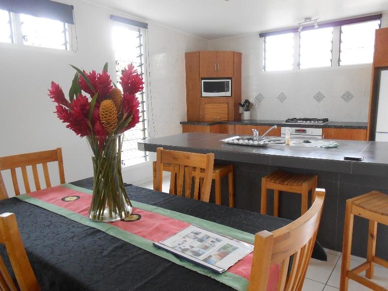 Kitchen view - Modern holiday home in Muri, Rarotonga - Ngatangiia - rentals