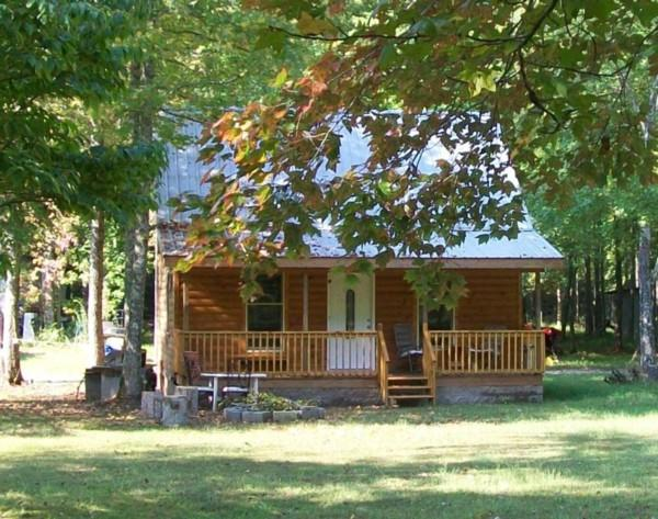 Cabin Rental in Benton County Tn, Near Camden, Jackson, Dickson, Nashville, Glamping by Tenn River - Little Easy Cabins-Classic Log House Near Tn River - Holladay - rentals