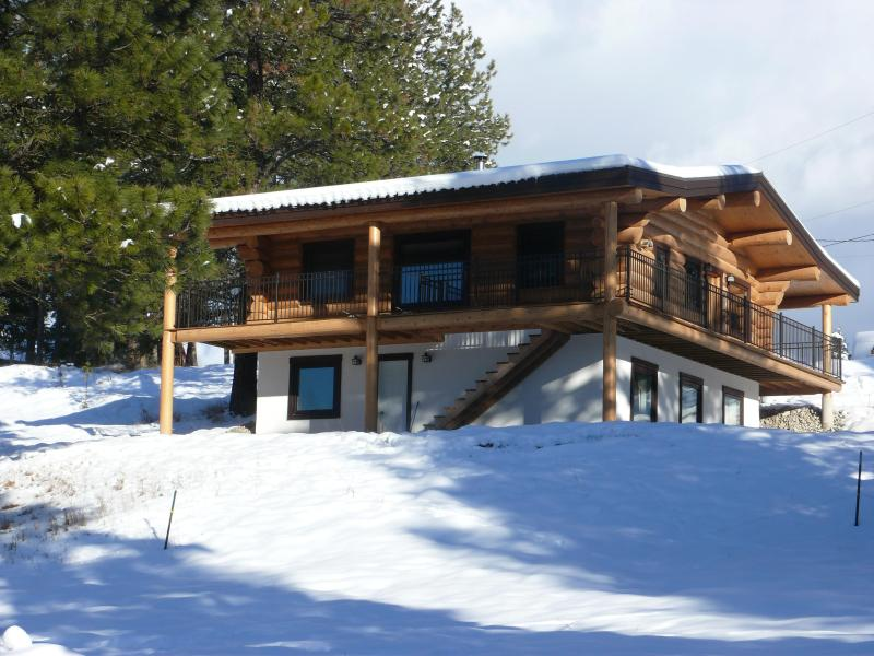 south/west side of cabin with entrace to ground level - Beautiful log chalet near Fernie B.C. - Fernie - rentals