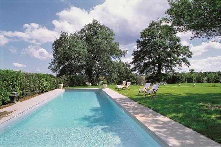 Villa Vigna is luxurious, yet rustic with a manicured lawn and marvelous pool - Image 1 - Orvieto - rentals