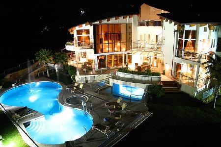 El Cid Villa features Jacuzzis, tennis court and a professional putting green - Image 1 - Marbella - rentals
