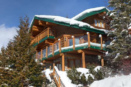 Sublime Mountain view Snow Ridge Estate with Ski-in/Ski-out & tranquil jacuzzi - Image 1 - Whistler - rentals