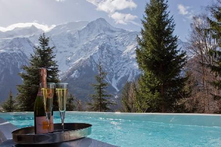 Chalet Serena, sauna and Jacuzzi beckon for relaxation, with spa treatment room - Image 1 - Chamonix - rentals