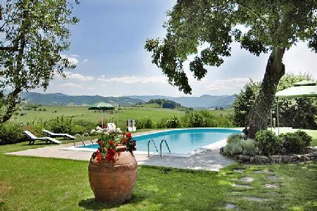 Picturesque Villa Giotto has a pergola, table tennis room and massive fireplace - Image 1 - Florence - rentals