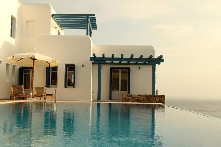 Set above the bay of Agios, Lazaros Morpheus with panoramic views & infinity pool - Image 1 - Tourlos - rentals