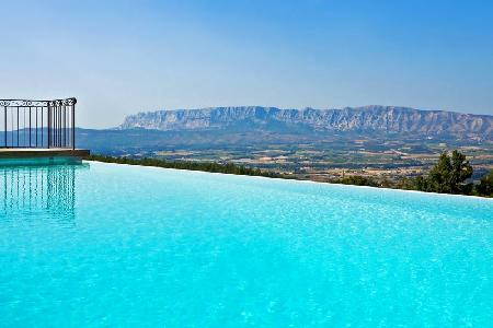 Beautiful Farmhouse Mas Ste. Victoire Amid Vines & Woodland with Infinity Pool & Incredible Views - Image 1 - Aix-en-Provence - rentals