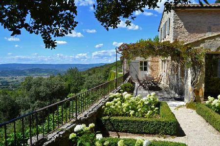 Elegant Country House Les Restanques de Bonnieux with Pool & Alfresco Dining - Image 1 - Luberon - rentals