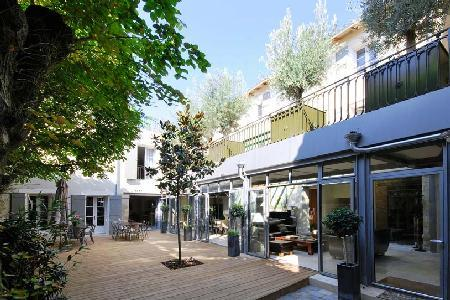 Historic Eco-Friendly Townhouse L'Hotel Particulier with Bay Windows, Indoor Pool & Secret Patio - Image 1 - Avignon - rentals