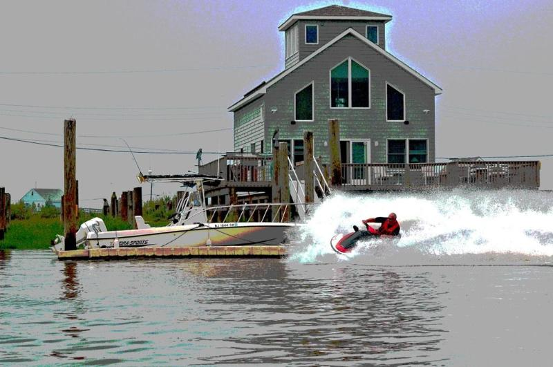 Cleaning the docks! - Bay Point, Something completely different on the water. - Cedarville - rentals