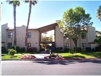 Quiet, ground floor unit on end of building faces west w/awsome mountain view. - Palm Springs Estados South Ground Floor Condo - Palm Springs - rentals