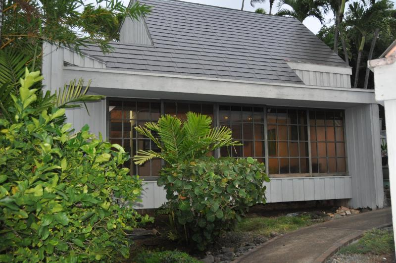 court yard view of bungalow - Ocean View Bungalow 30 day minimum stay required - Honolulu - rentals