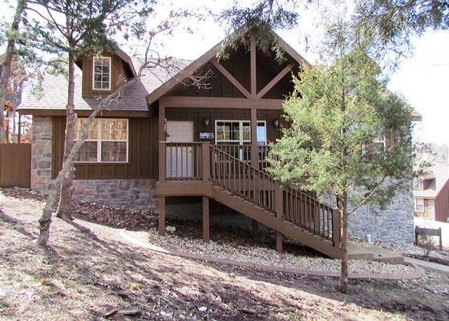 Front - Willow Oak Lodge: 2 Bedroom, 2 Bath Stonebridge Resort Cabin - Branson West - rentals