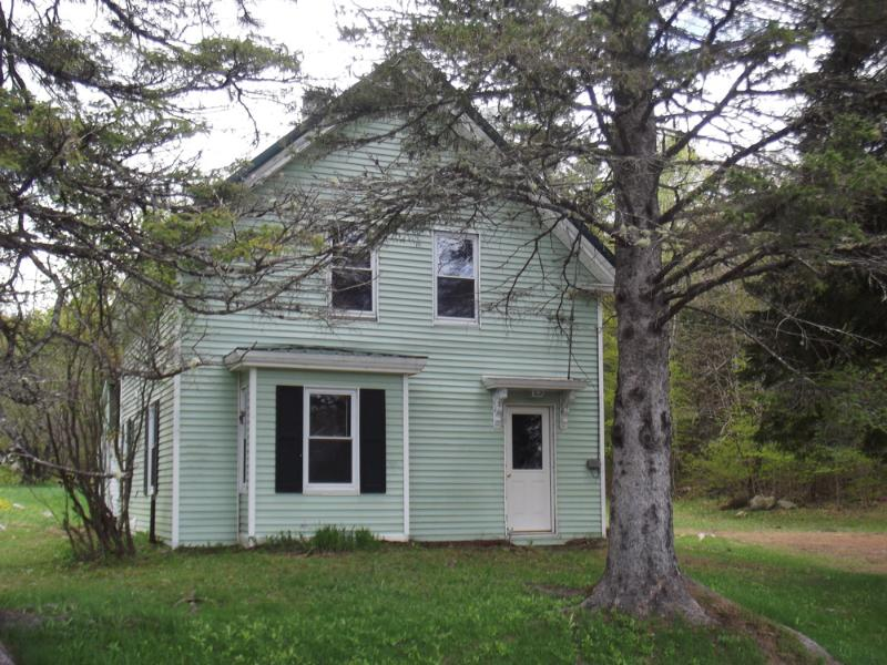 Comfortable 1920's Maine farmhouse bordered by the Piscatquis River and Jackson Brook  - Blanchard Pines - Monson - rentals