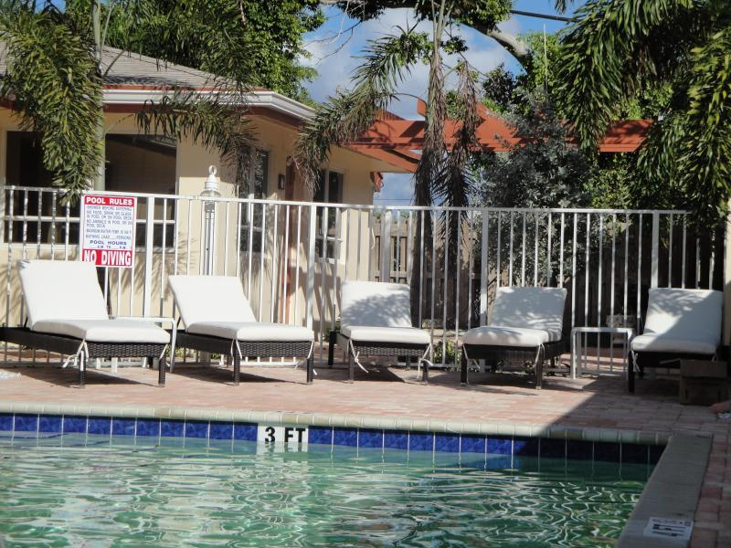 Pool - 2BR Villa newly remodeled by the Ocean,Beach, pool - Lauderdale by the Sea - rentals