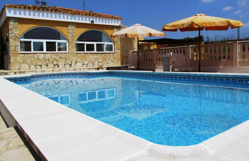 House And Pool - Tranquil Holiday Villa in Montroy, Valencia. - Montroy - rentals
