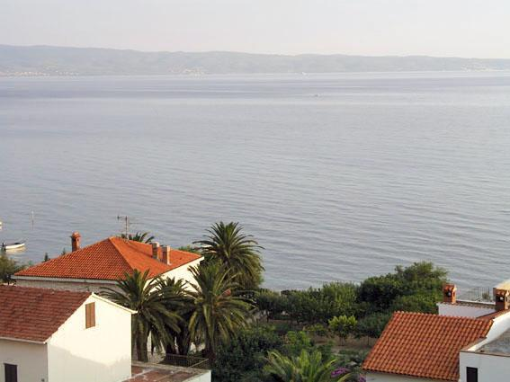 Attractive apartment for 8 persons near the beach in Split - Image 1 - Podstrana - rentals