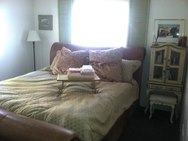 Master bedroom w/ French country decor, antique leather sleigh bed - Angel's Lair Lake Arrowhead - Lake Arrowhead - rentals