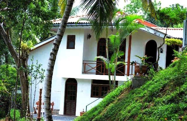 Front View - 04 B/R Nature friendly Bungalow in Kandy - Kandy - rentals