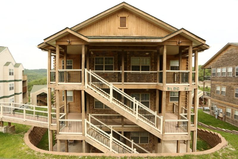Walkin w/Fireplace, Pool, Hot tub and next to Silver Dollar City (31-4) - Image 1 - Branson - rentals
