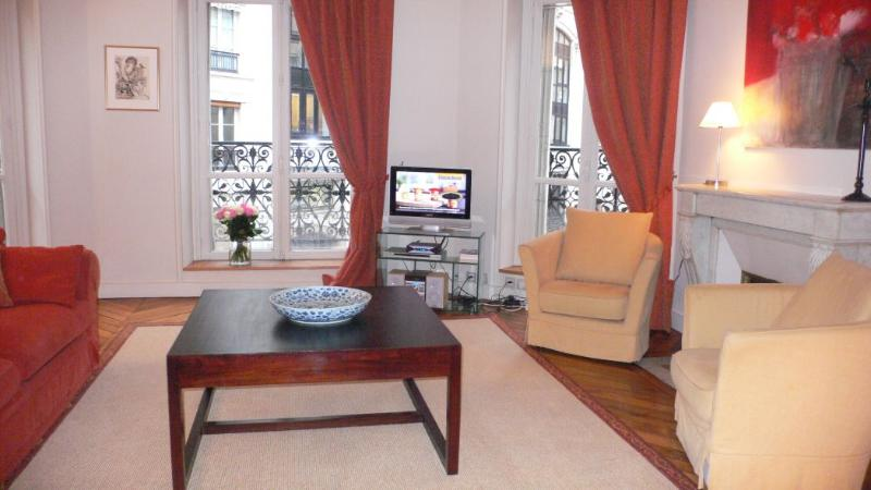 The sitting-room Classy and comfortable - 194 Two bedrooms   Paris Luxembourg district - Paris - rentals