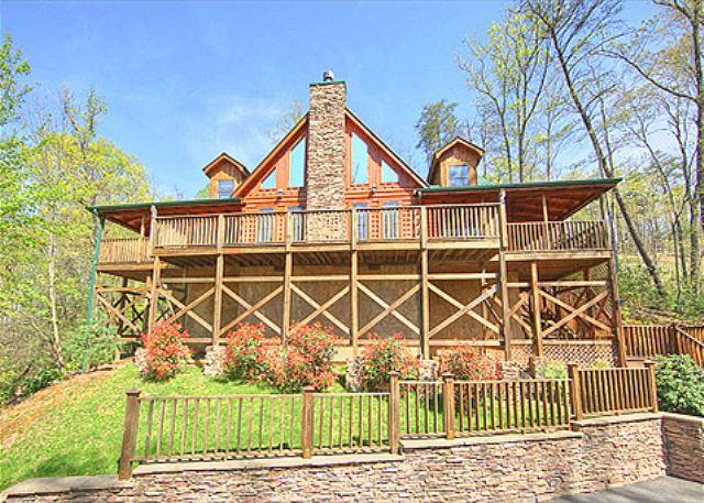 Bearfoot Lodge #420- Outside View of the Cabin - Gatlinburg luxury cabin  BEARFOOT LODGE #420 - Gatlinburg - rentals