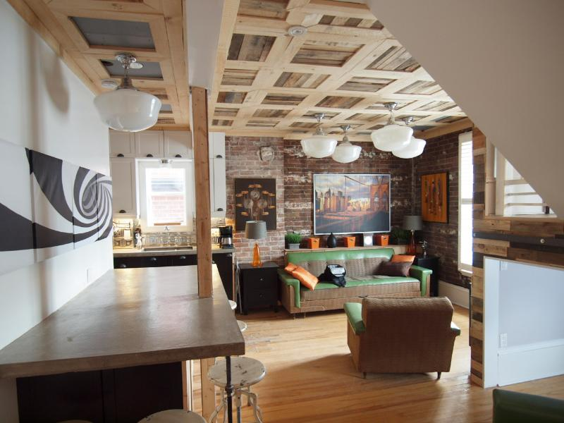 Open concept Living room - Unique 2-story Loft w exposed brick, Sleeps 7,  Downtown Ottawa! - Ottawa - rentals