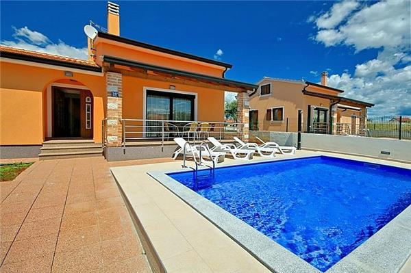 Newly built holiday house for 6 persons, with swimming pool , in Porec - Image 1 - Porec - rentals