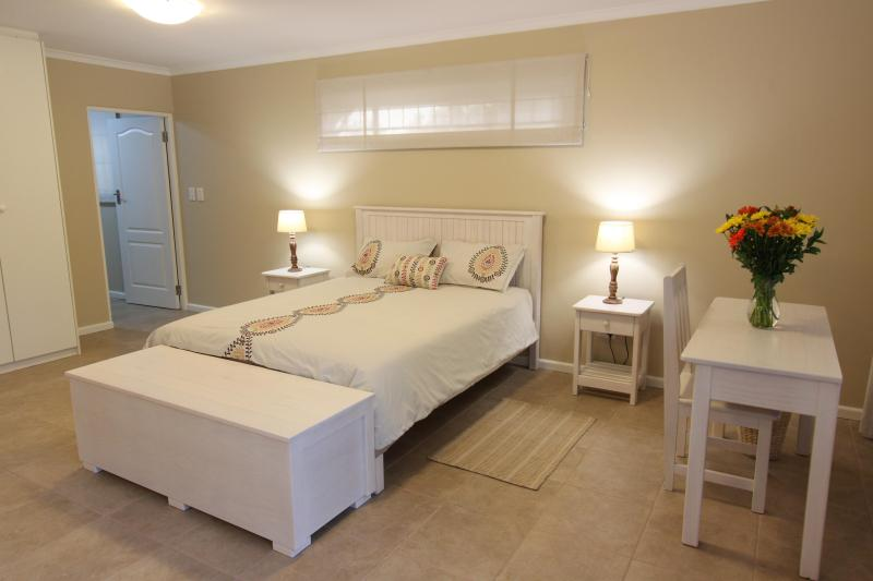 Queen size double bed in main room - Squirrel's End - Cape Town - rentals