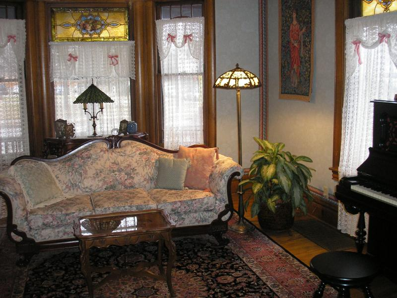 Front parlor - LeBlanc House Bed and Breakfast - Minneapolis - rentals