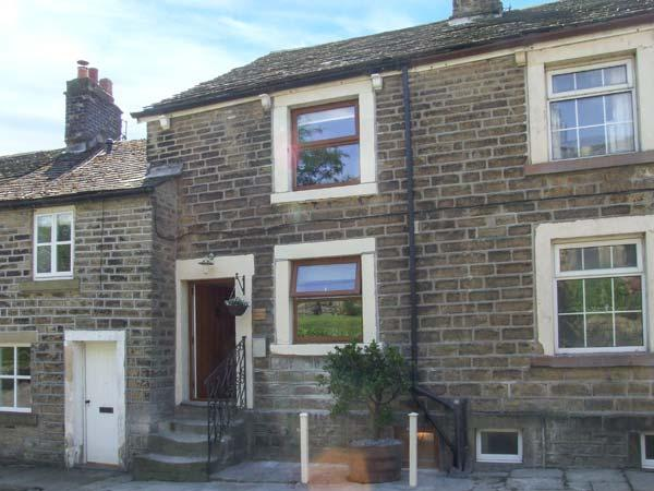 TINSLE COTTAGE, pets welcome, woodburner, en-suites, rural views, terraced cottage in Tintwistle, Ref. 27862 - Image 1 - Padfield - rentals