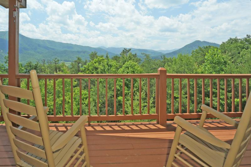 Spectacular Mountain Views! - *Best Mtn Views!  Secluded! Game Room! Free WiFi!* - Wears Valley - rentals