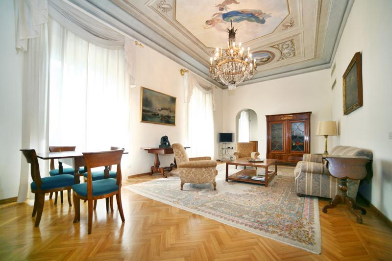 LUXURIOUS, SUNNY & BRIGHT APARTMENT IN CENTER CITY - Image 1 - Florence - rentals