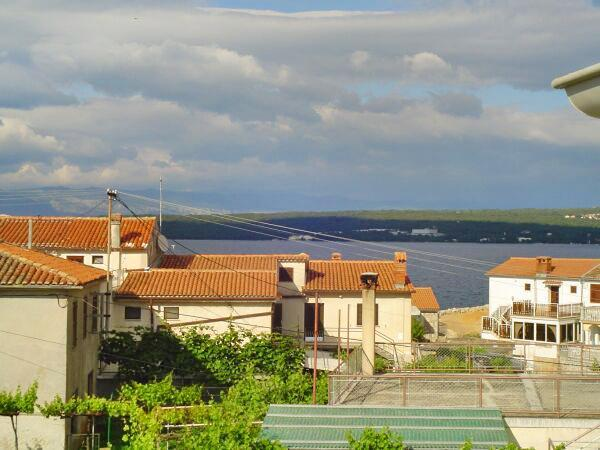 Apartment for 4 persons near the beach in Krk - Image 1 - Malinska - rentals