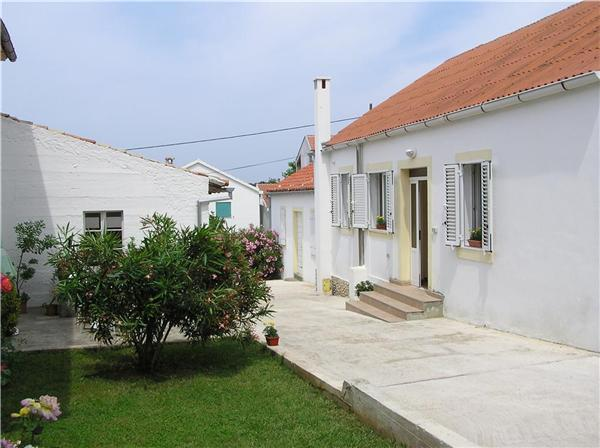 Attractive apartment for 3 persons near the beach in Zadar - Image 1 - Petrcane - rentals