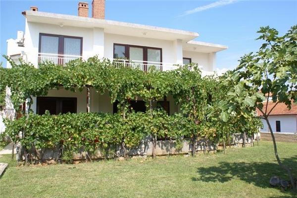 Apartment for 5 persons near the beach in Krk - Image 1 - Krk - rentals