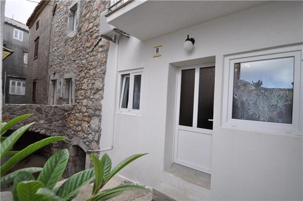 Attractive holiday house for 4 persons near the beach in Krk - Image 1 - Vrbnik - rentals