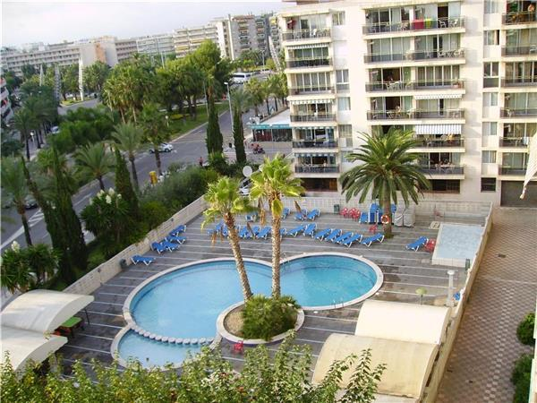 Apartment for 8 persons, with swimming pool , near the beach in Salou - Image 1 - Salou - rentals