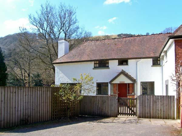 GARDENER'S COTTAGE, near to river, ideal for fishing, pet-friendly in Llanwrthwl Ref 22182 - Image 1 - Llanwrthwl - rentals
