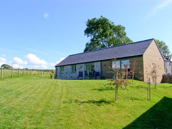 MYNYDD PARYS, quality pet-friendly cottage with en-suite, rural location, ideal for beaches, walking, in Brynsiencyn, Ref 23277 - Image 1 - Brynsiencyn - rentals