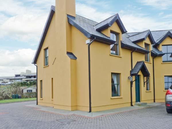 1 GOLFSIDE, pet-friendly family cottage, close to beaches and golf course, near Ballybunion, Ref 23741 - Image 1 - Ballybunion - rentals