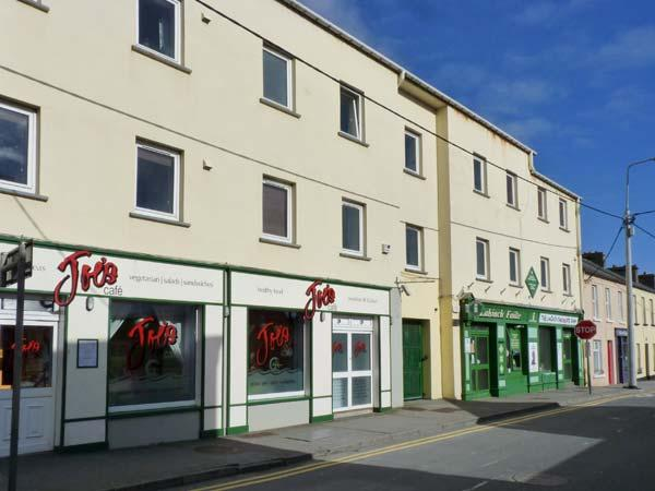 2 THE WHARF first floor apartment, near to beach in Lahinch Ref 24254 - Image 1 - Lahinch - rentals