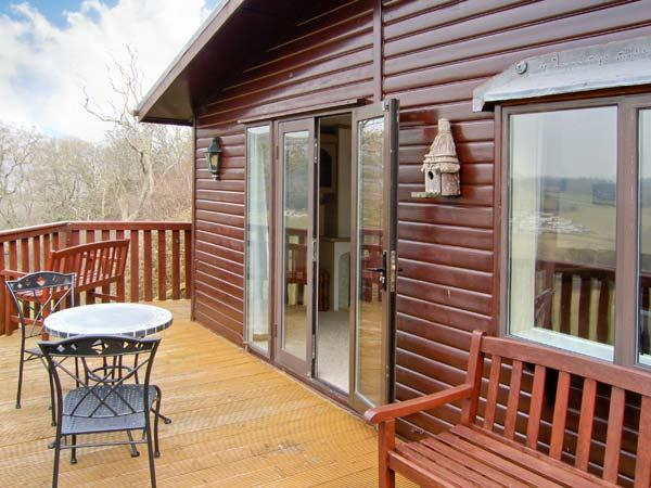 SPRINGTIME LODGE, single-storey lodge, close coast, lovely views, Rhyd-y-Foel Ref 24454 - Image 1 - Rhyd-y-foel - rentals