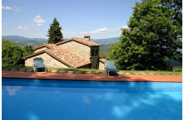 Swimming pool with view to villa - Stunning 5 bedroom villa in Tuscany with pool - Caprese Michelangelo - rentals