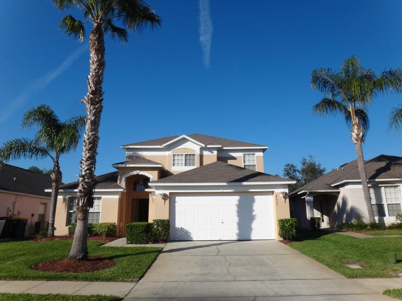 Exterior of house - parking on driveway - Disney Paradise- 6BR w/ Pool and Game Room - Kissimmee - rentals