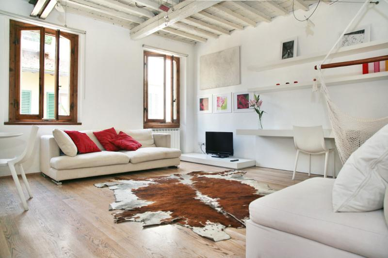 White Suite, Charming appart. in Oltrarno Area - Image 1 - Florence - rentals