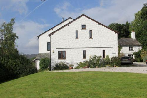 THE STABLES, Troutbeck, Near Windermere - Image 1 - Troutbeck - rentals