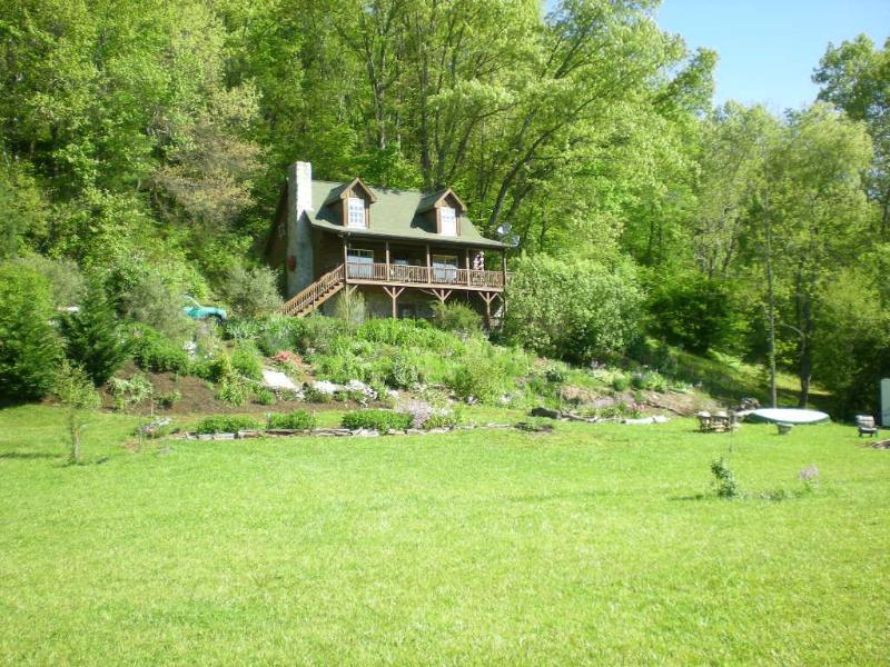 Nestled on the banks of the historic New River - Isaac's River Cabin - West Jefferson - rentals